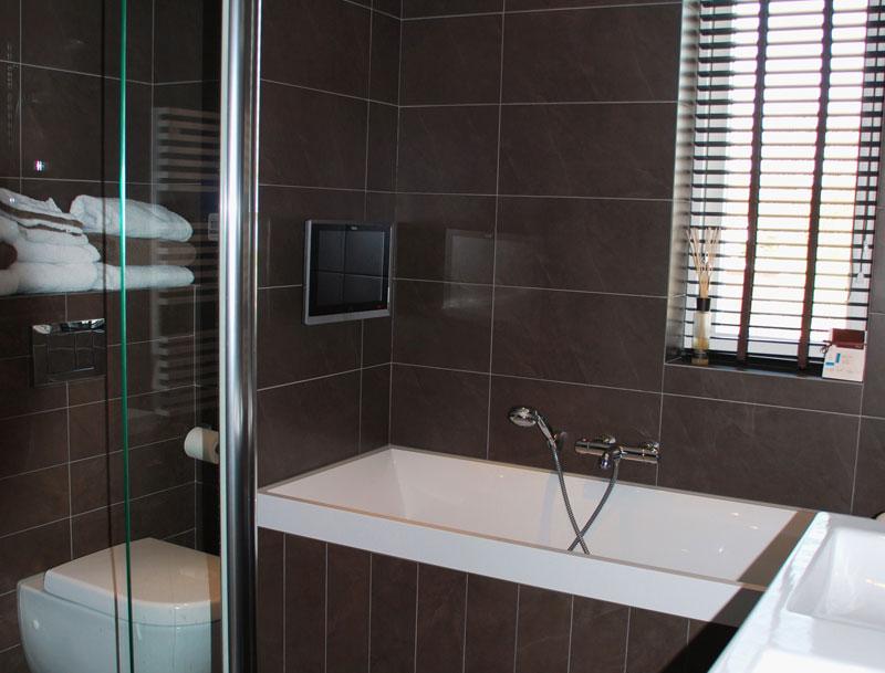Badkamer tv waterdicht van splashvision ook draadloos - Foto kleine badkamer ...
